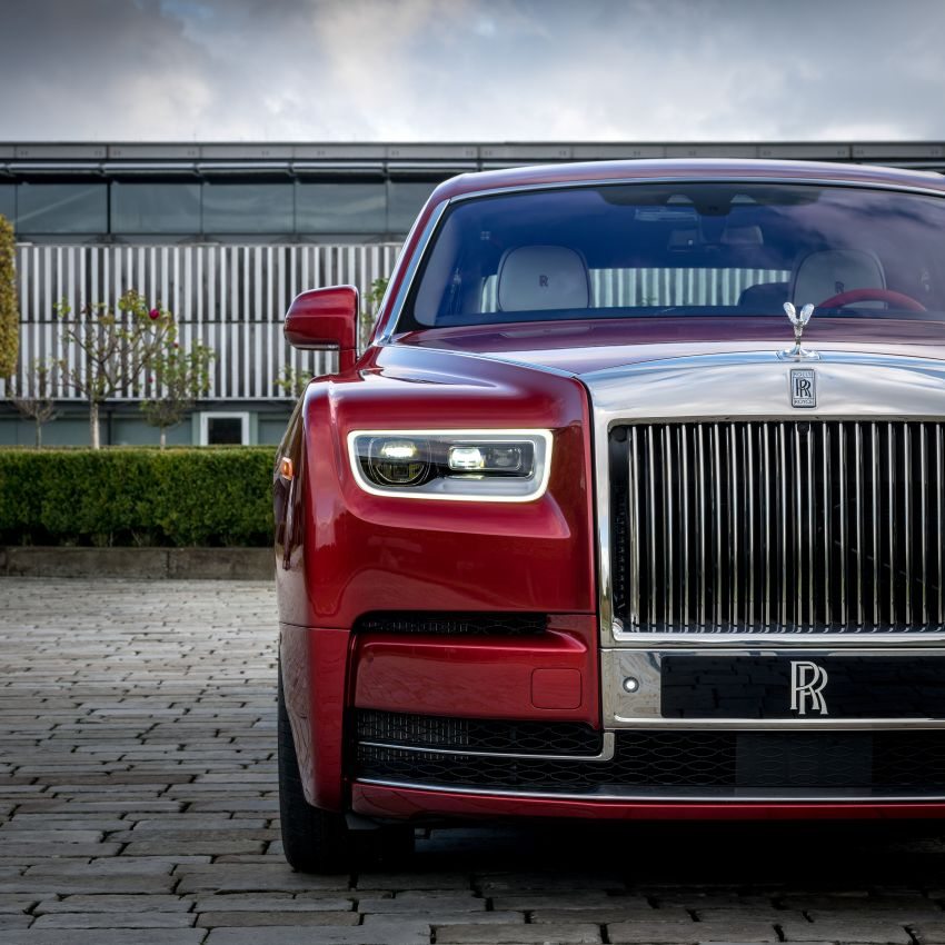 Custom Rolls-Royce RED Phantom made to fight AIDS Image #1055532