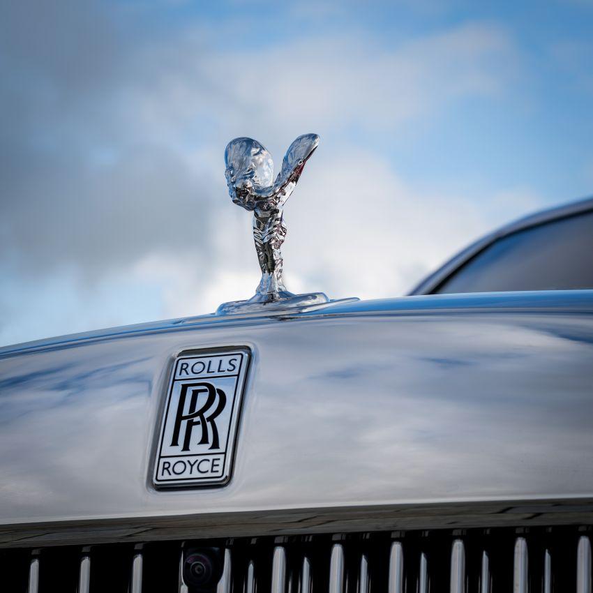 Custom Rolls-Royce RED Phantom made to fight AIDS Image #1055533