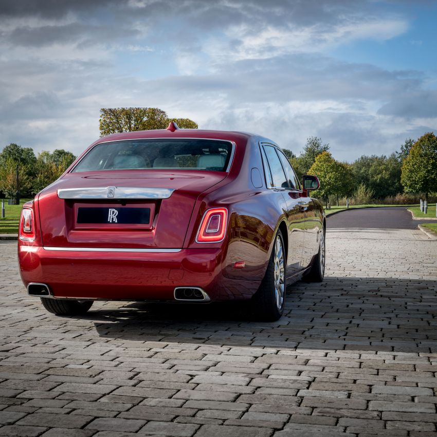 Custom Rolls-Royce RED Phantom made to fight AIDS Image #1055536