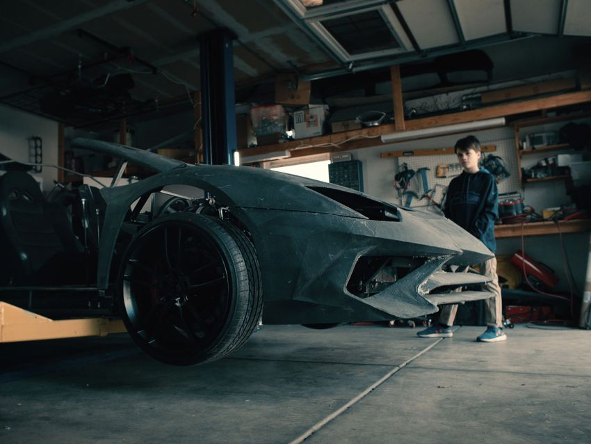 Lamborghini surprises father-son team who 3D-printed an Aventador with the real thing for the holiday season Image #1063417