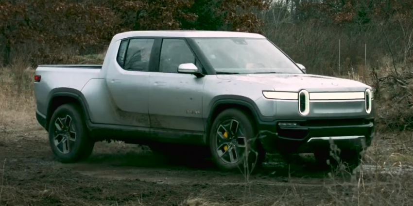 """Rivian R1T EV truck shows off its """"tank turn"""" feature Image #1063546"""