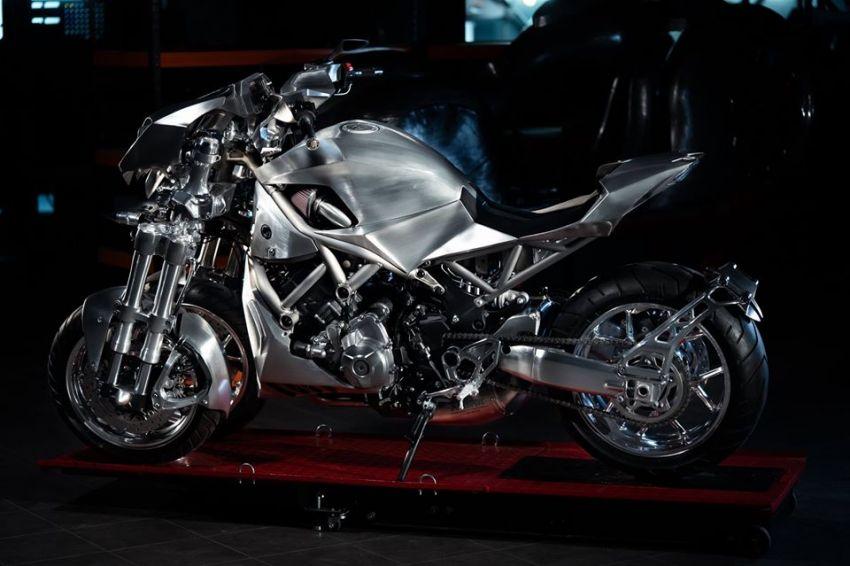 Yamaha Niken dengan semua panel badan aluminium Image #1061080