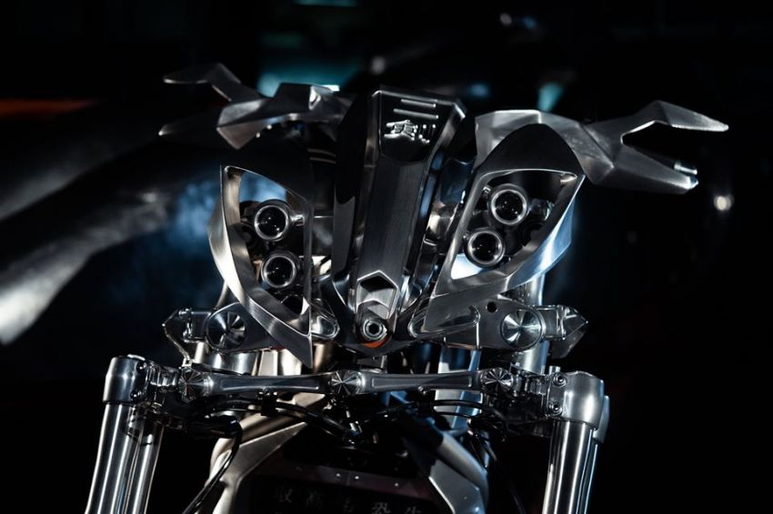 Yamaha Niken dengan semua panel badan aluminium Image #1061078
