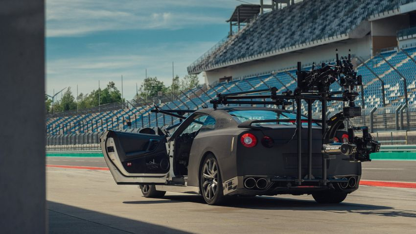 Nissan GT-R turns into ultimate high-speed camera car Image #1079842