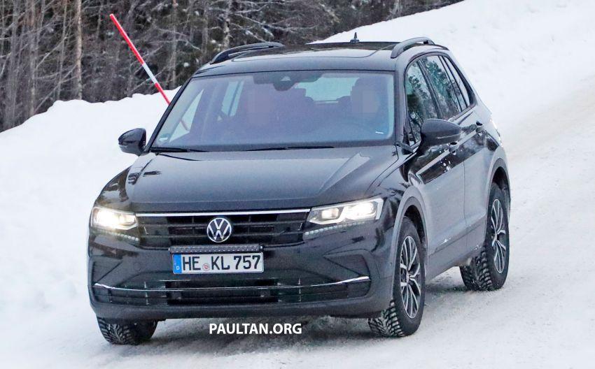 SPYSHOTS: Volkswagen Tiguan facelift seen on test Image #1081140