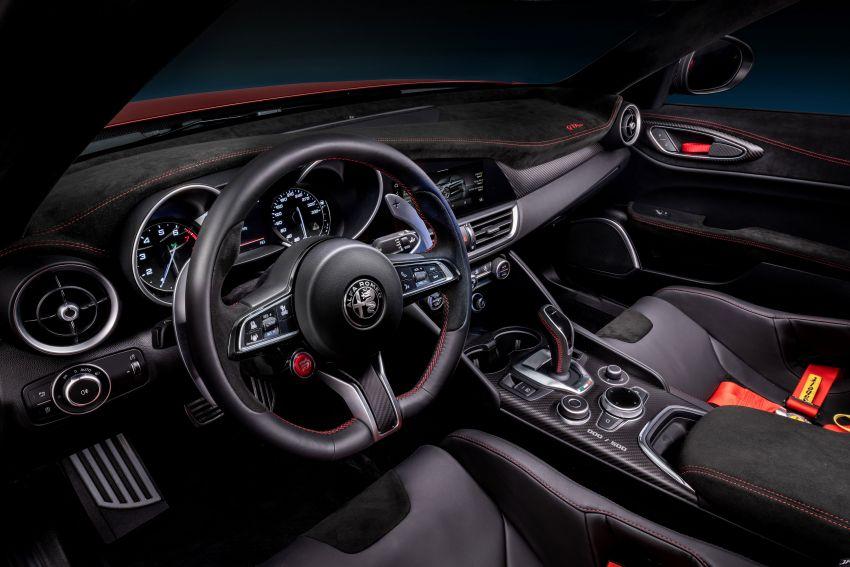 Alfa Romeo Giulia GTA debuts – steroidal Quadrifoglio gets 2.9L biturbo V6, 540 hp; limited to 500 units only! Image #1090147
