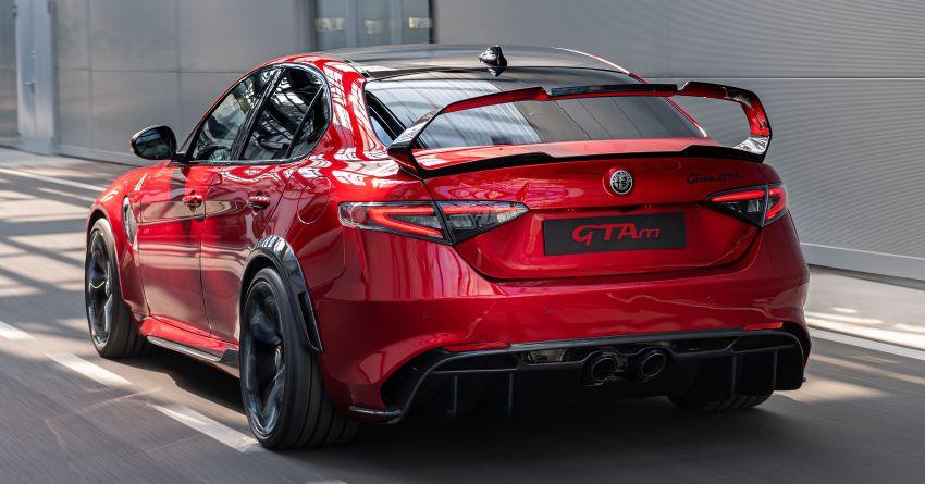 Alfa Romeo Giulia GTA debuts – steroidal Quadrifoglio gets 2.9L biturbo V6, 540 hp; limited to 500 units only! Image #1090162