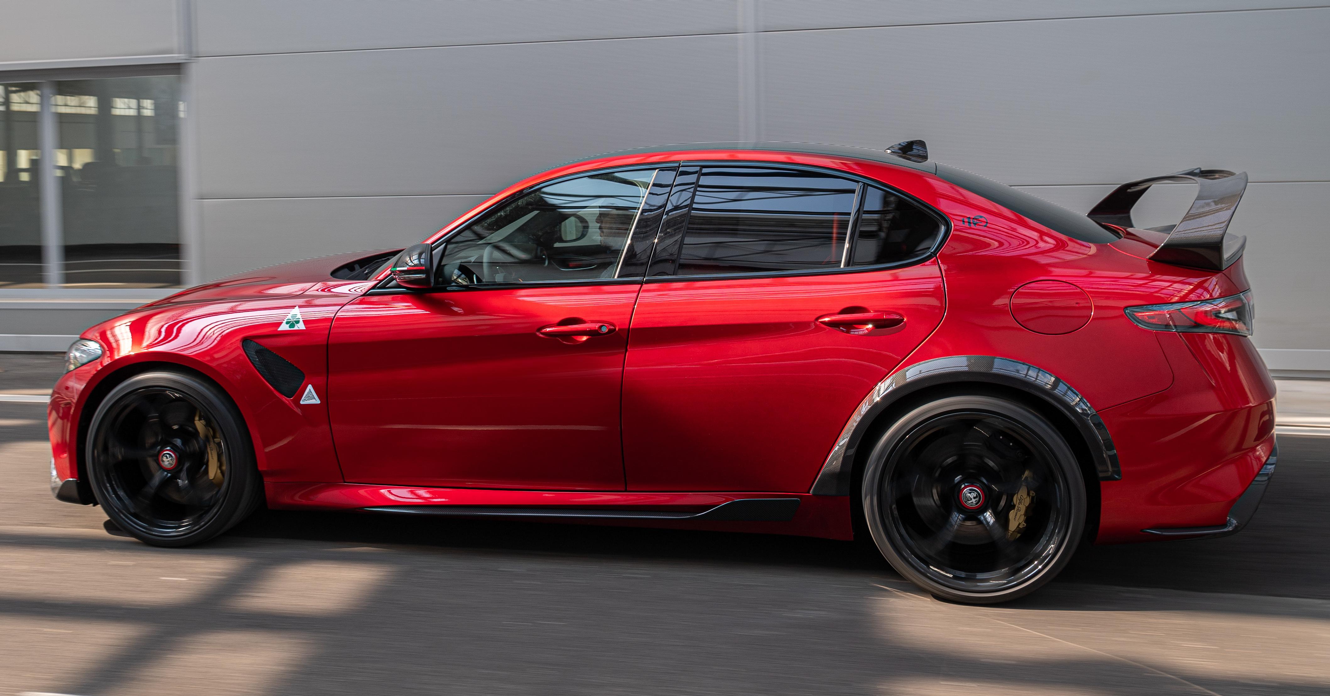 Alfa Romeo Giulia GTA debuts - steroidal Quadrifoglio gets ...