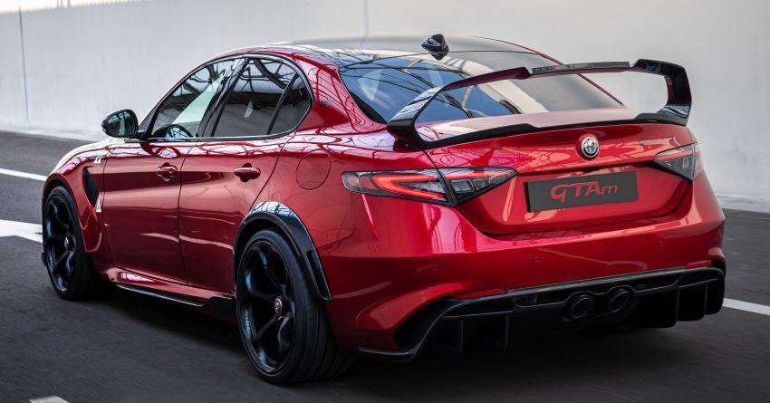 Alfa Romeo Giulia GTA debuts – steroidal Quadrifoglio gets 2.9L biturbo V6, 540 hp; limited to 500 units only! Image #1090165