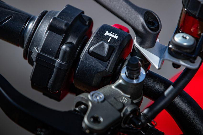 GALLERY: Ducati Streetfighter V4S super naked bike Image #1100166