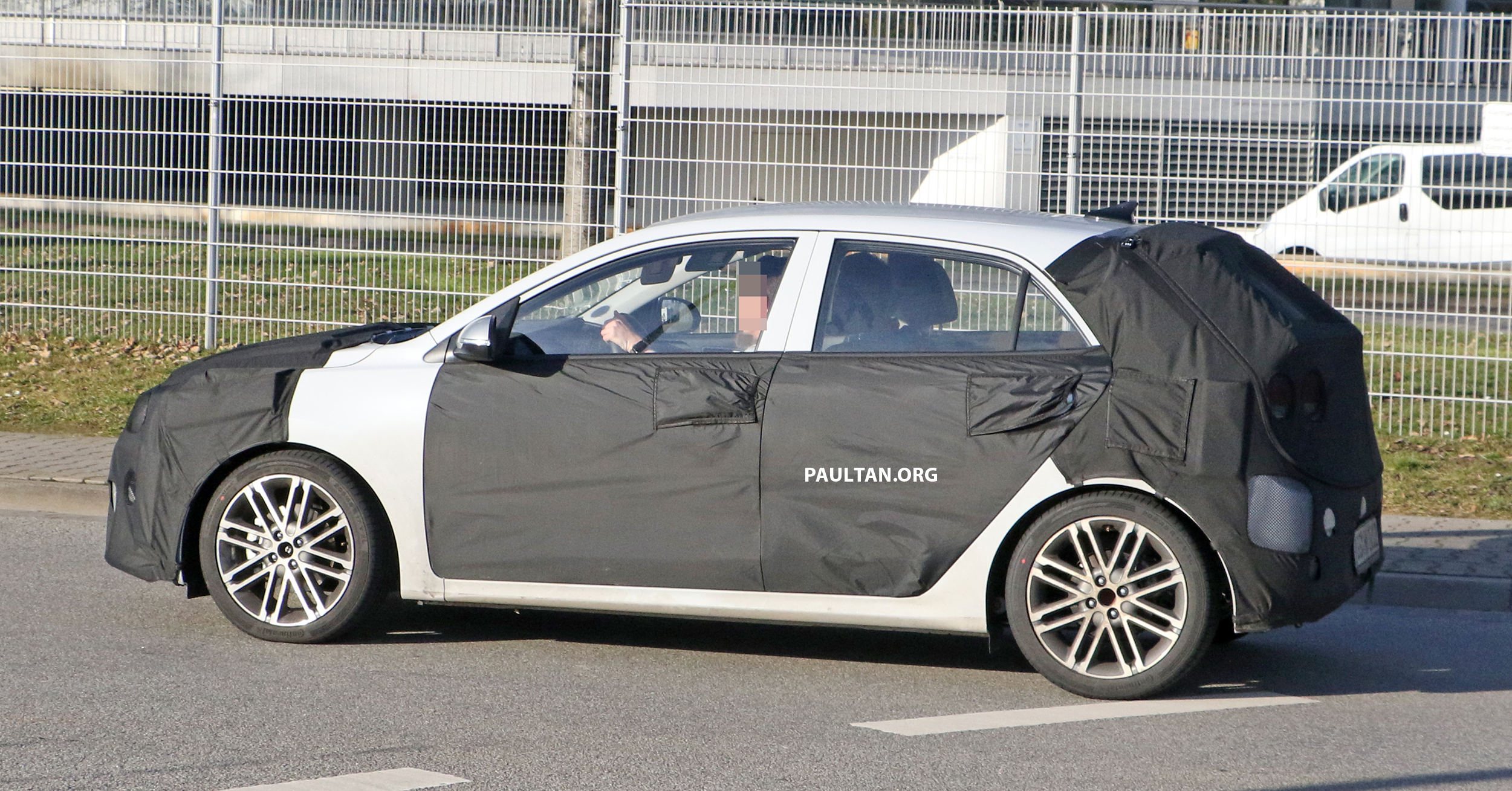 SPIED: 2020 Kia Rio facelift spotted, to debut this year ...