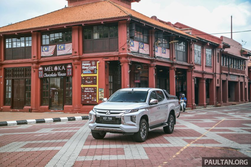 Toyota Hilux 2.8L versus Mitsubishi Triton 2.4L – which one of the two pick-up trucks is more fuel efficient? Image #1097543