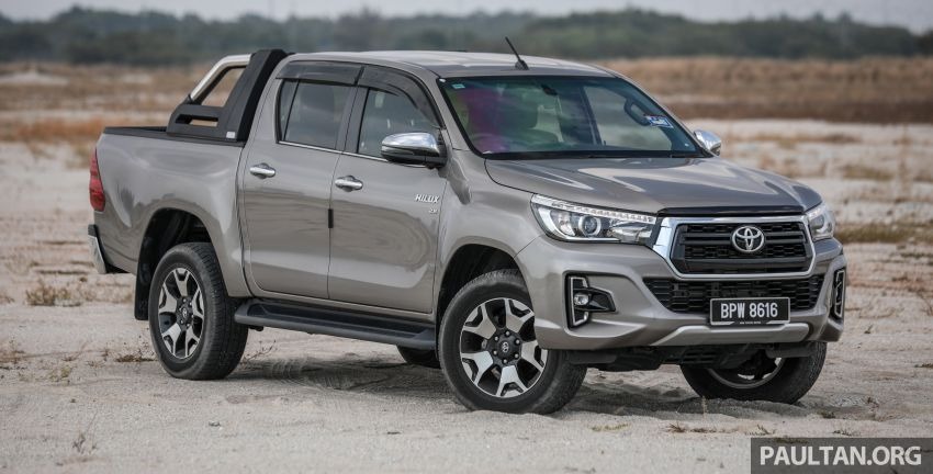 Toyota Hilux 2.8L versus Mitsubishi Triton 2.4L – which one of the two pick-up trucks is more fuel efficient? Image #1097499