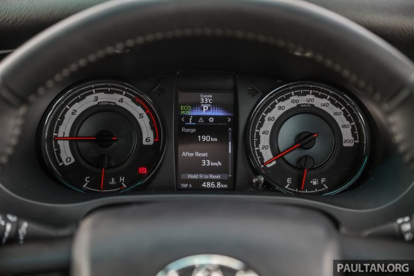 Toyota Hilux 2.8L versus Mitsubishi Triton 2.4L – which one of the two pick-up trucks is more fuel efficient? Image #1097514
