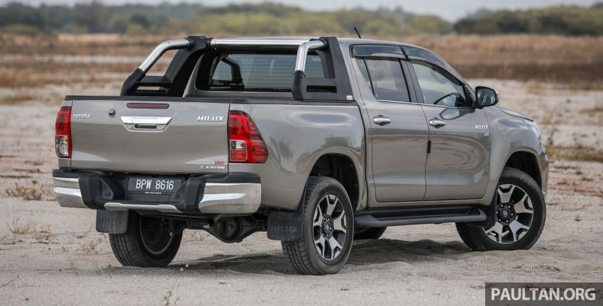 Toyota Hilux 2.8L versus Mitsubishi Triton 2.4L – which one of the two pick-up trucks is more fuel efficient? Image #1097500