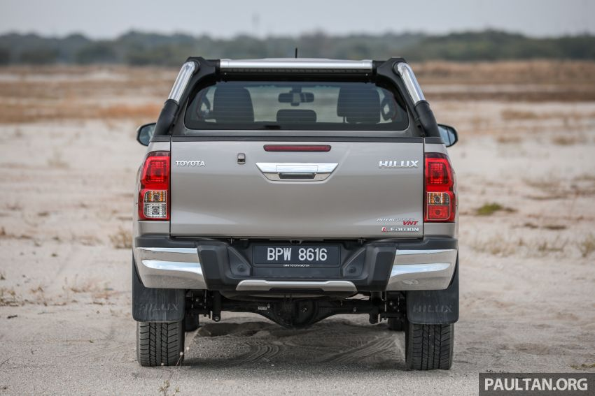Toyota Hilux 2.8L versus Mitsubishi Triton 2.4L – which one of the two pick-up trucks is more fuel efficient? Image #1097502