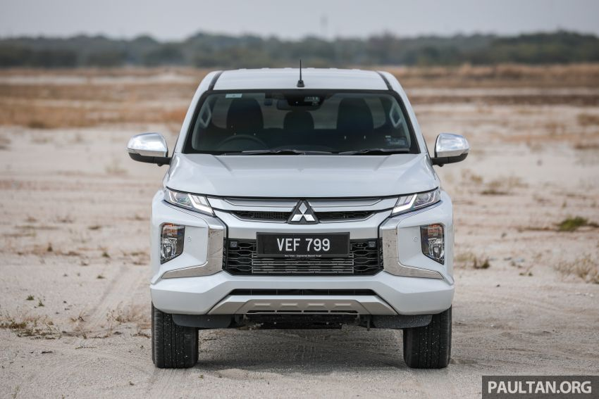 Toyota Hilux 2.8L versus Mitsubishi Triton 2.4L – which one of the two pick-up trucks is more fuel efficient? Image #1097524