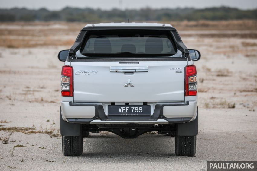 Toyota Hilux 2.8L versus Mitsubishi Triton 2.4L – which one of the two pick-up trucks is more fuel efficient? Image #1097525