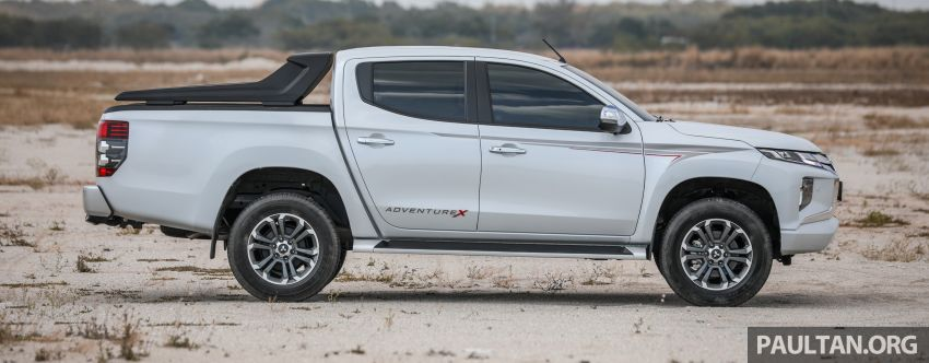 Toyota Hilux 2.8L versus Mitsubishi Triton 2.4L – which one of the two pick-up trucks is more fuel efficient? Image #1097526
