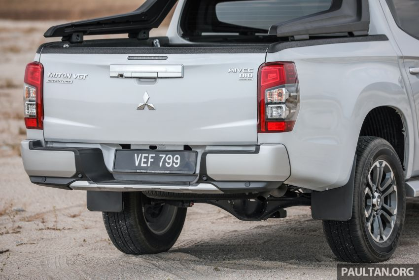 Toyota Hilux 2.8L versus Mitsubishi Triton 2.4L – which one of the two pick-up trucks is more fuel efficient? Image #1097528