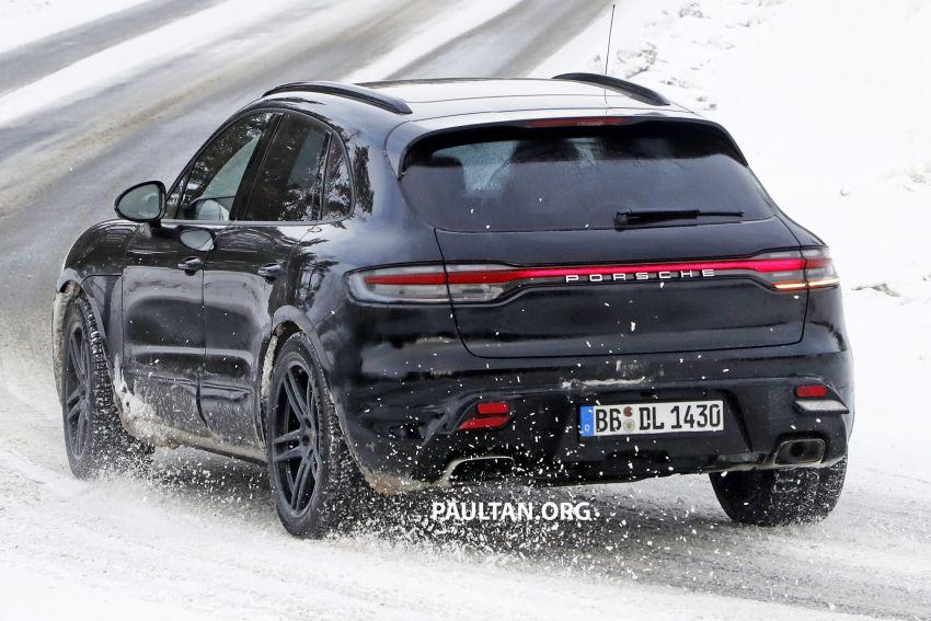 SPYSHOTS: 2022 Porsche Macan petrol – first images Image #1104176