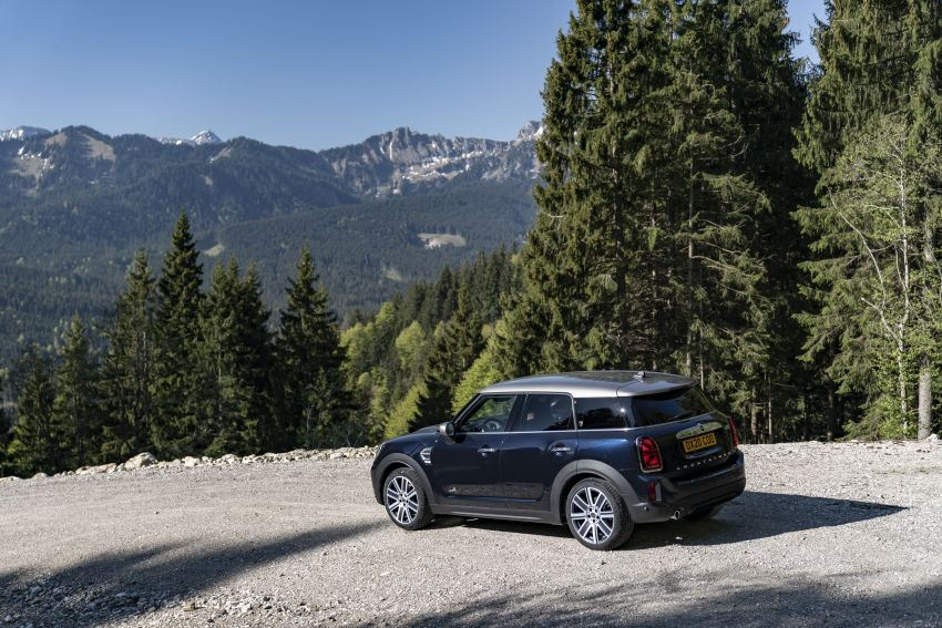 2020 F60 MINI Countryman facelift – cleaner engines, more standard kit, new displays, black exterior trim Image #1122011