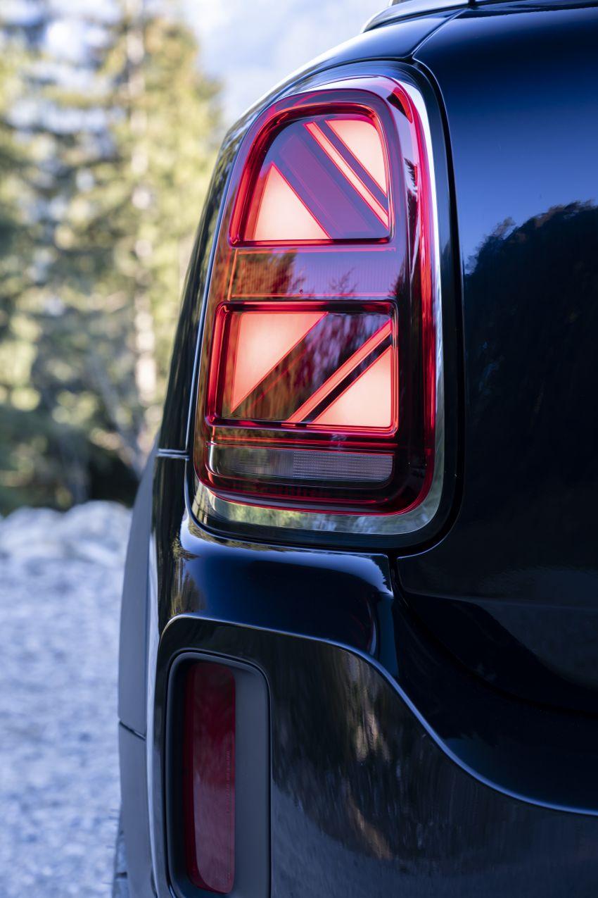 2020 F60 MINI Countryman facelift – cleaner engines, more standard kit, new displays, black exterior trim Image #1122017