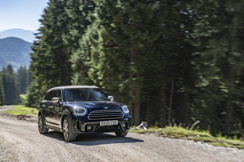 2020 F60 MINI Countryman facelift – cleaner engines, more standard kit, new displays, black exterior trim Image #1121982