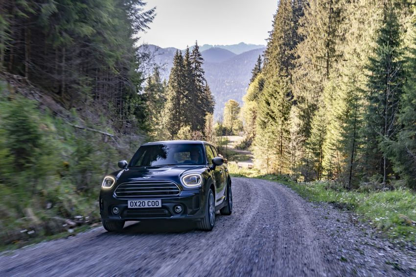 2020 F60 MINI Countryman facelift – cleaner engines, more standard kit, new displays, black exterior trim Image #1121986