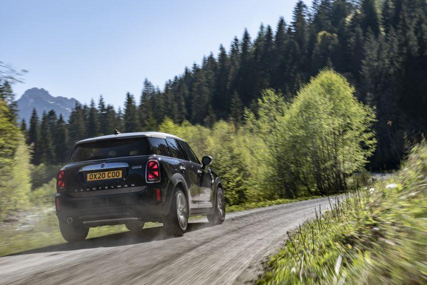 2020 F60 MINI Countryman facelift – cleaner engines, more standard kit, new displays, black exterior trim Image #1121992