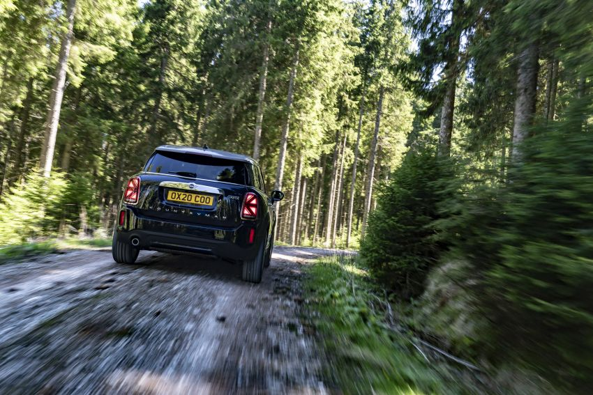 2020 F60 MINI Countryman facelift – cleaner engines, more standard kit, new displays, black exterior trim Image #1121993