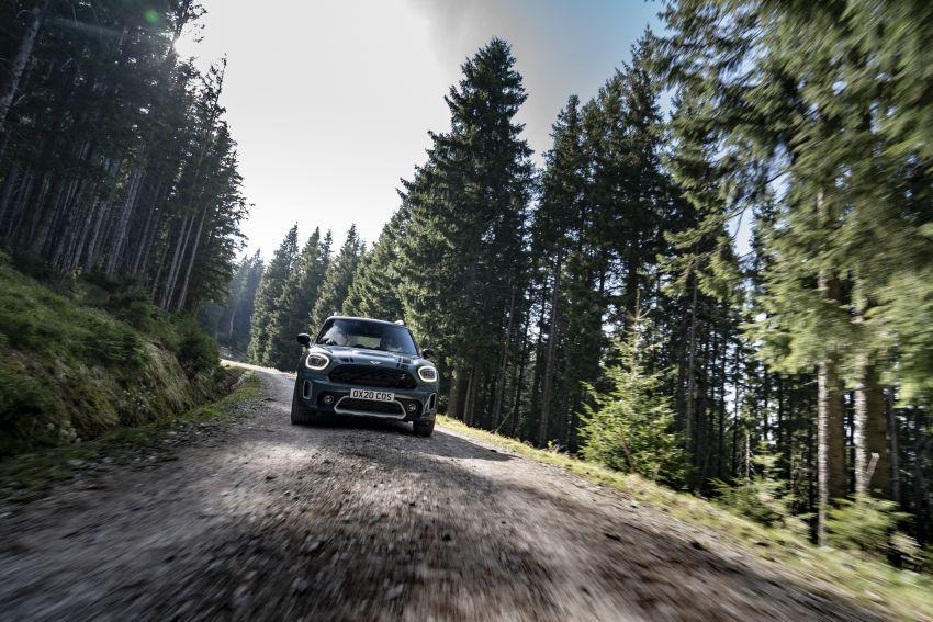 2020 F60 MINI Countryman facelift – cleaner engines, more standard kit, new displays, black exterior trim Image #1122054