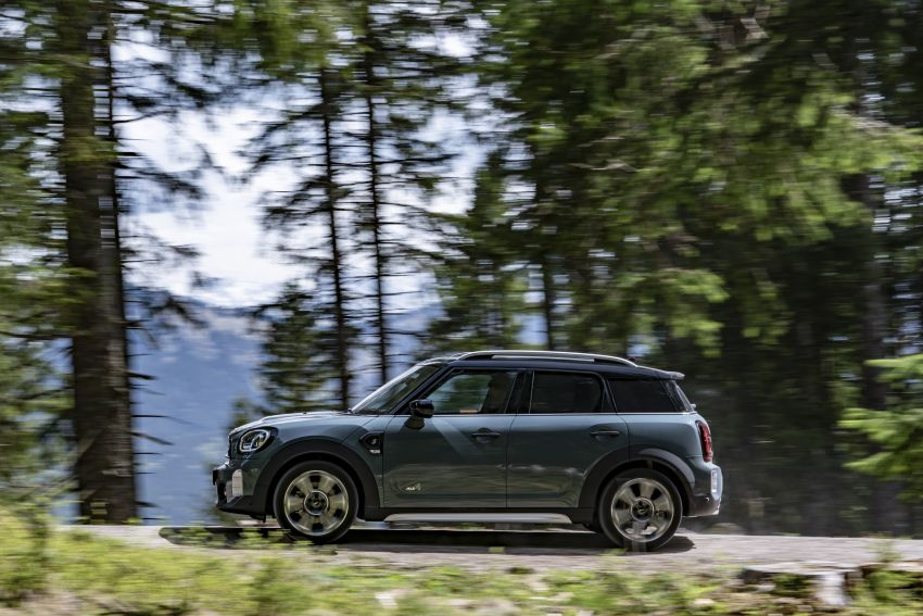 2020 F60 MINI Countryman facelift – cleaner engines, more standard kit, new displays, black exterior trim Image #1122065