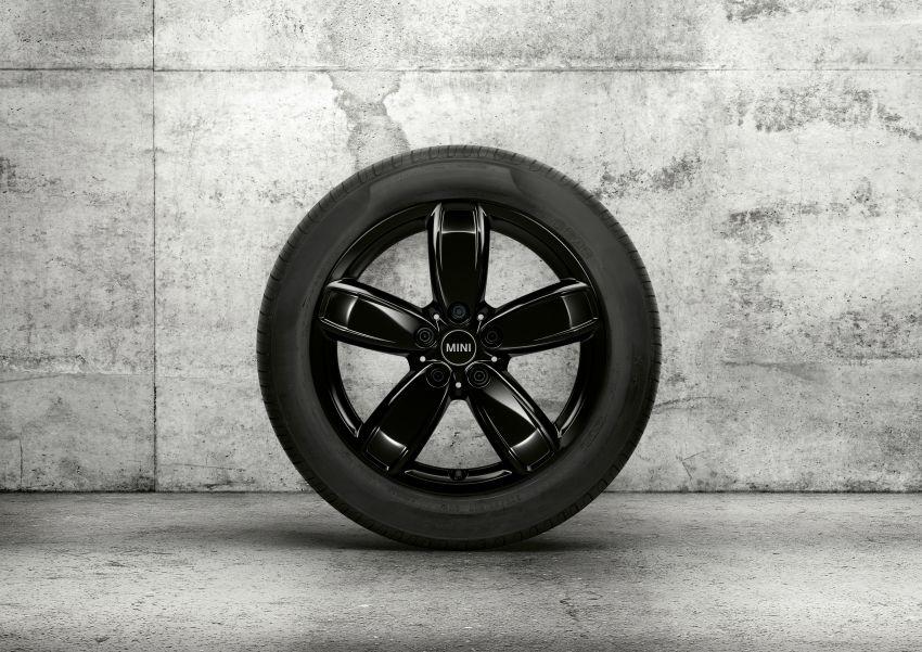 2020 F60 MINI Countryman facelift – cleaner engines, more standard kit, new displays, black exterior trim Image #1122111
