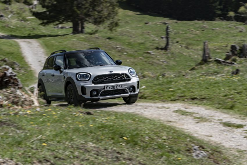 2020 F60 MINI Countryman facelift – cleaner engines, more standard kit, new displays, black exterior trim Image #1122139