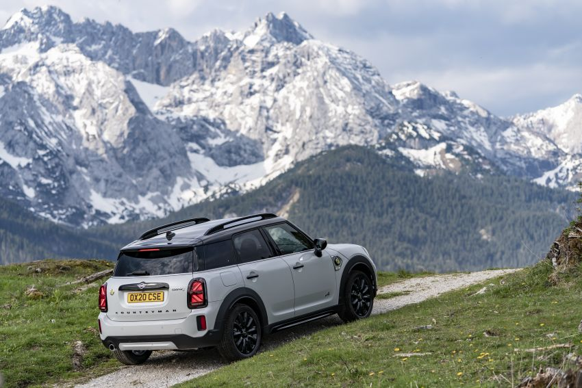 2020 F60 MINI Countryman facelift – cleaner engines, more standard kit, new displays, black exterior trim Image #1122162
