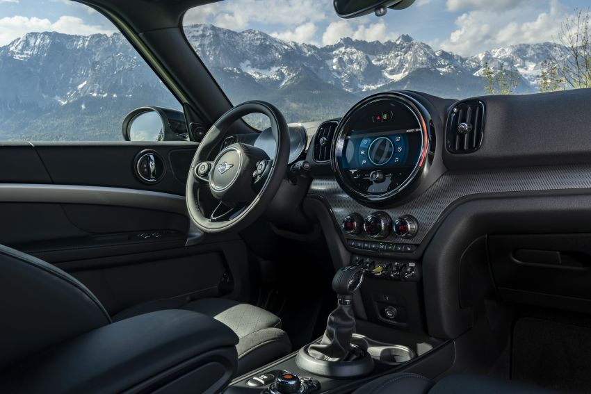 2020 F60 MINI Countryman facelift – cleaner engines, more standard kit, new displays, black exterior trim Image #1122183