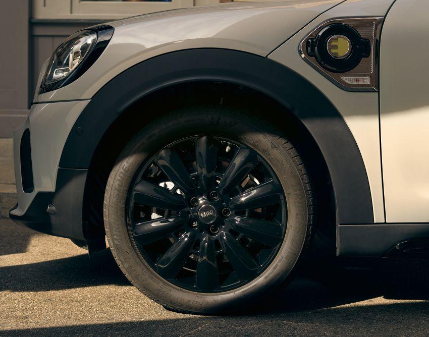 2020 F60 MINI Countryman facelift – cleaner engines, more standard kit, new displays, black exterior trim Image #1122196