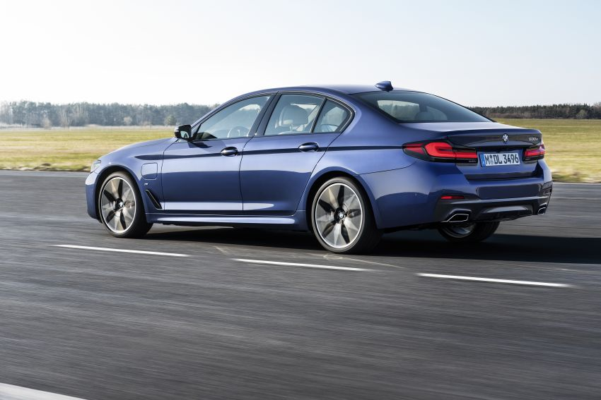 2021 BMW 5 Series facelift revealed – G30 LCI gets new looks, powertrains, 545e xDrive plug-in hybrid Image #1121853