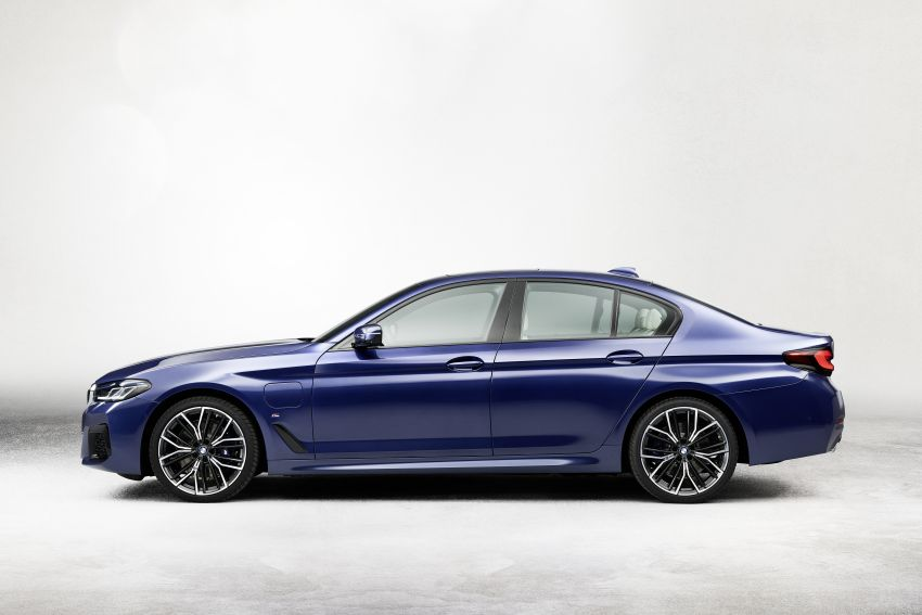 2021 BMW 5 Series facelift revealed – G30 LCI gets new looks, powertrains, 545e xDrive plug-in hybrid Image #1121858