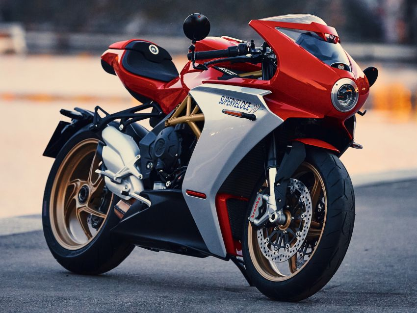 GALLERY: 2020 MV Agusta Superveloce 800 in two colours – Metallic Carbon Black and Ago Red Image #1117780