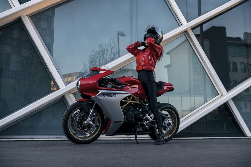 GALLERY: 2020 MV Agusta Superveloce 800 in two colours – Metallic Carbon Black and Ago Red Image #1117782