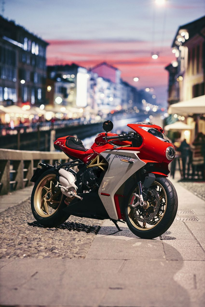 GALLERY: 2020 MV Agusta Superveloce 800 in two colours – Metallic Carbon Black and Ago Red Image #1117783