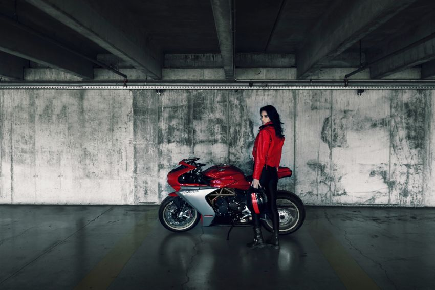 GALLERY: 2020 MV Agusta Superveloce 800 in two colours – Metallic Carbon Black and Ago Red Image #1117784