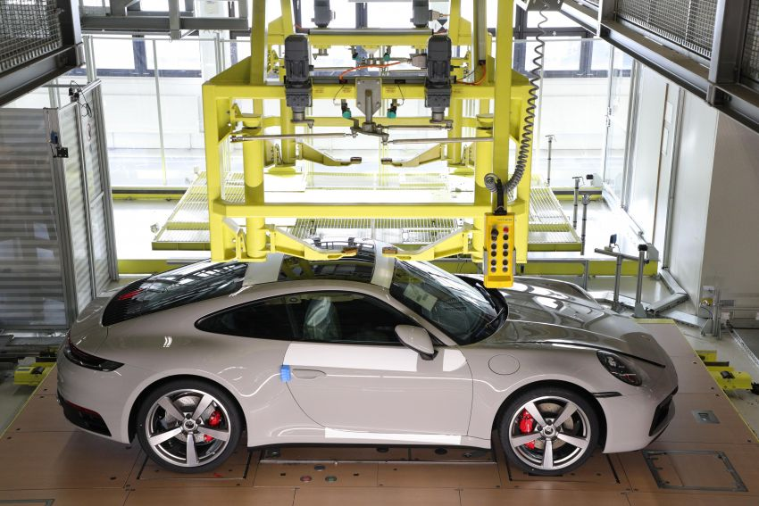 Porsche offers new car tracking for US 911 customers Image #1121324