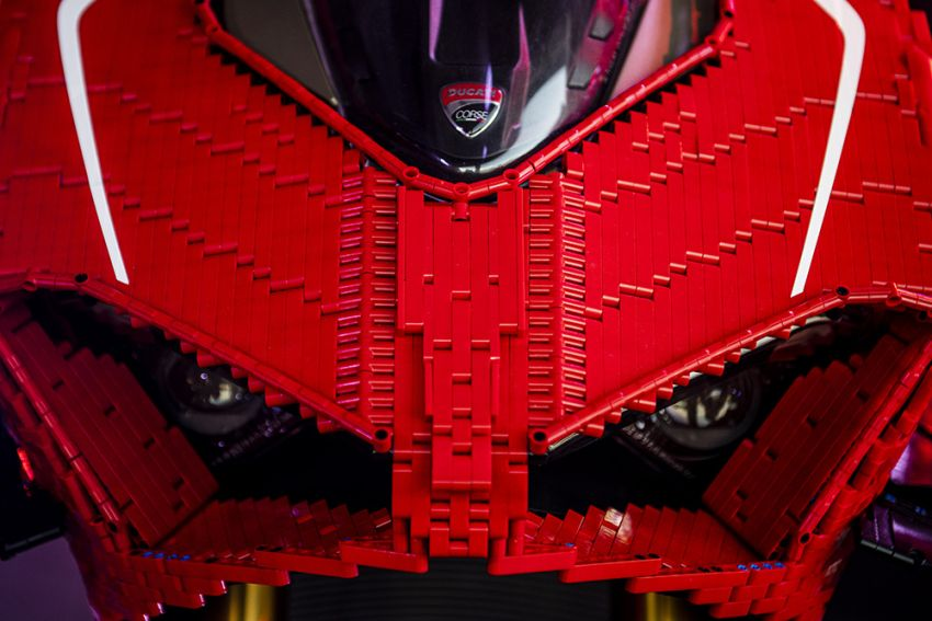 The life-sized Lego model of the Ducati Panigale V4R Image #1134459