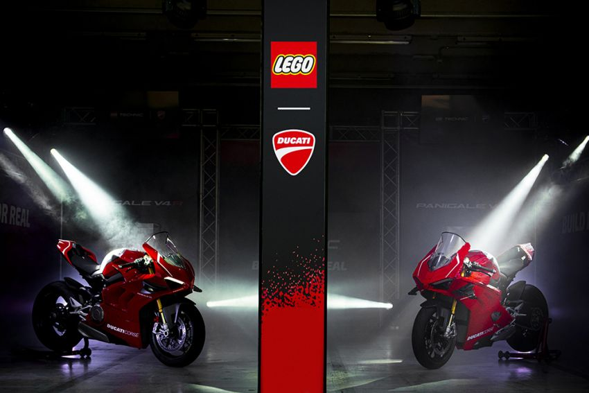 The life-sized Lego model of the Ducati Panigale V4R Image #1134462
