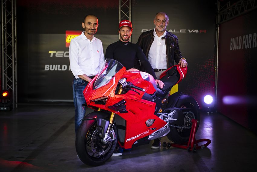 The life-sized Lego model of the Ducati Panigale V4R Image #1134463