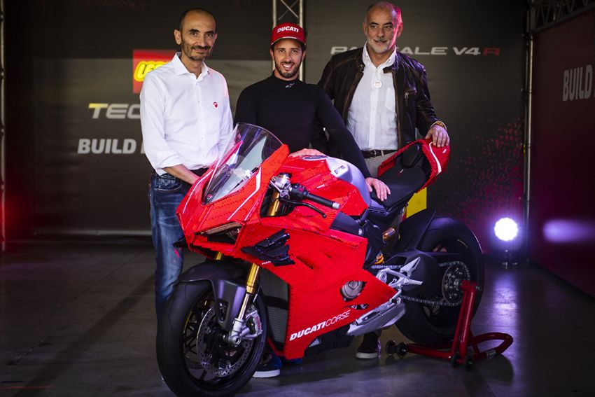 The life-sized Lego model of the Ducati Panigale V4R Image #1134464