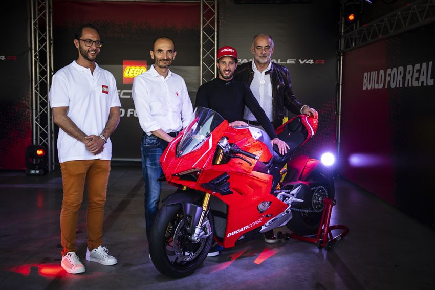 The life-sized Lego model of the Ducati Panigale V4R Image #1134465